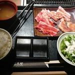 土古里 - 焼肉3点盛りセット(カルビ、豚カルビ、鶏もも)¥780-