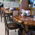 日勝観光センター - テーブル席です