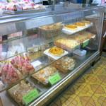 テラサワ・ケーキ・パンショップ - ホールのアップルパイおいしそう~。