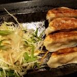 山小屋 - 餃子は普通に美味しいです♪♪