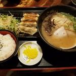 山小屋 - 餃子セット(ラーメン+餃子+ご飯)¥900
