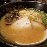 山小屋 - 完璧な味の豚骨ラーメン!!