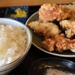たつ味 - 料理写真:唐揚げ大 と ライス