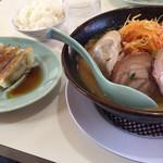 104875917 - ねぎ味噌チャーシューと餃子