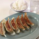 104875920 - 餃子は古川店スタッフにより一つ一つ手作り