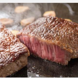熱々の鉄板で黒毛和牛&シャトーブリアンステーキ