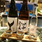 魚貝三昧 げん屋 - お友達の飲み物  日本酒飲み比べ3種       番長さんもとい、番頭さんにいいとこ選んでいただきました       番長さんって、お友達マジでウケる(笑)