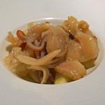 京 静華 - ミル貝とホッキ貝の炒め物
