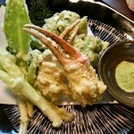 104904207 - 揚げ物:蟹爪と山菜の天ぷら