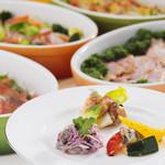 ANAクラウンプラザ ビアテラス - ホテルシェフ特製のオードブル、サラダ、デザート等