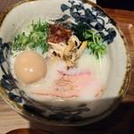 らーめん砦大阪 - 元祖貝白湯拉麺砦800円