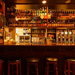 ベルギービールバー 麦酒本舗 - カウンター席