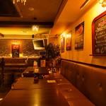 ベルギービールバー 麦酒本舗 - テーブルシート席