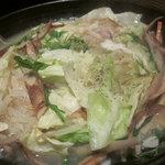 鶏と肴と陶板鍋 囲 - 鍋の出来上がり