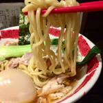 104934364 - 中太のもちもち縮れ麺、リフト
