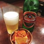 飲茶居酒屋 大福源 - 青島ビール[450円]&お通しの肉味噌のせ豆腐