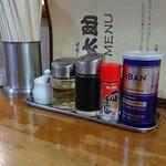 ラーメン太助 - 料理写真:カウンターの卓上
