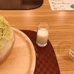 かき氷cafe さざん - 追いシロップの杏仁ミルク