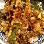日本橋 天丼 金子半之助 - 天丼@900円   天ぷらがべちゃべちゃでまるでダメ♀️こんなとこ(子供ばっかり来るフードコート)で天丼なんて食べるもんじゃなかった。。。