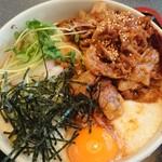 104964764 - お肉と月見山かけうどん(税込980円)