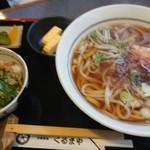 104964767 - うどん定食、うどん大盛(税込980円)