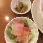 川菜味 - 搾菜と副菜のサラダ