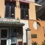 川菜味 - 外観  2階がお店です。