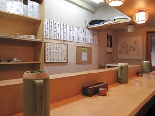 麺工房なか - 福岡市中央区赤坂・大名のビジネスエリアにある、うどん屋さん。カウンターのみのお店です。
