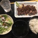 山海楽酒 およよ - ビフテキランチ(600円)