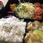 食道楽 - 日替わりランチ♪ 700円 (鶏肉の唐辛子炒め・揚げそば・ご飯・スープ)