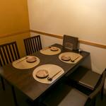 肉炉ばた BECO - 1組様限定の半個室風のテーブル席