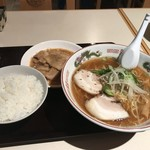 104975375 - ラーメン+生姜焼きセット