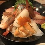 村上水産仲買人直営店鮮魚部 - 料理写真:特選海鮮丼