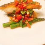 酒寮 霞 - 真鯛のポワレ~フレッシュトマトとバジルを乗せて~