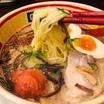 九州じゃんがららあめん - いただきますの麺リフト!