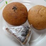 薪窯天然酵母パン工房 オ フルニル デュ ボワ - 料理写真:プチパンとあずきぱんとイチジクのタルト