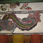 10499128 - 店内の壁に龍の壁画があります