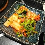 炭火焼肉香味苑 - キムチ盛合せ