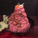 レッドロック - 大盛りとはいえど、とにかく肉、肉、肉。
