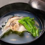 旬味食彩 佳乃 - 出し汁の味わい蛤のお吸物