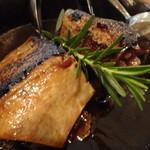 ササヤビーワイオー - マグロの骨付きカルビ焼き