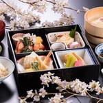 京懐石とゆば料理 松山閣 - 料理写真:彩り京弁当 名物ゆば桶つき