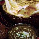 インド・ネパール料理 ナンカレーハウス - チキンカレーとナン