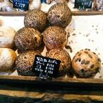 関次商店 パンの蔵 風土 - 菜種ってどういうことかな。かわいい丸パン3兄弟。
