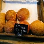 関次商店 パンの蔵 風土 - マスカットレーズンはレーズンの癖が控えめで、割としっとりとした白い生地の仄甘い小麦味と相性が良い。
