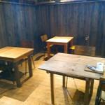 関次商店 パンの蔵 風土 - お店に入って左側のテーブル席。オープンして2ヶ月半、早速テレビの撮影をしていました。