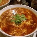 山海寶 - 料理写真:名物「酸辣湯麺」