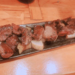 ビストロ シン 2 - 牛すじハラミと牛ハツのガーリックソテー&ナスと大根