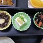 まるけん - もずくもひじきも。豆腐でさえ美味しい!!