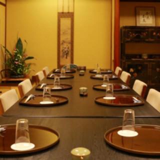 全個室、テーブル席にアクリル板設置完了。お部屋は畳に椅子。